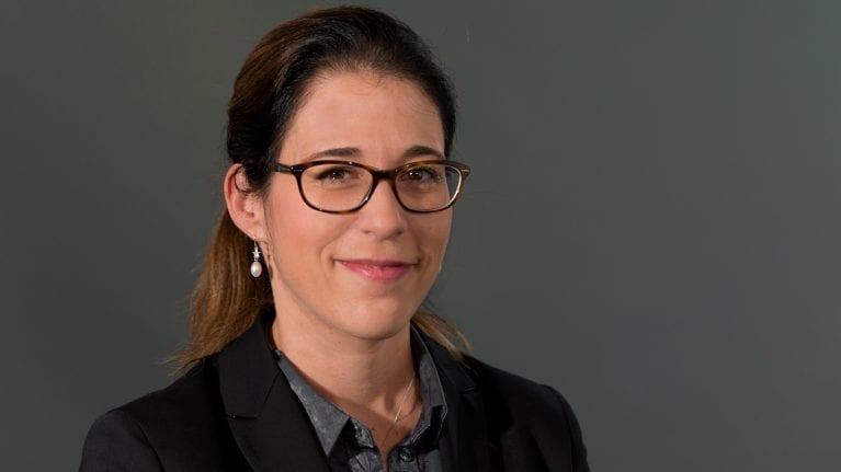Maltraitance des aînés, cette violence qui doit alerter – Interview de la Professeure Delphine Roulet Schwab, présidente de l'association alter ego